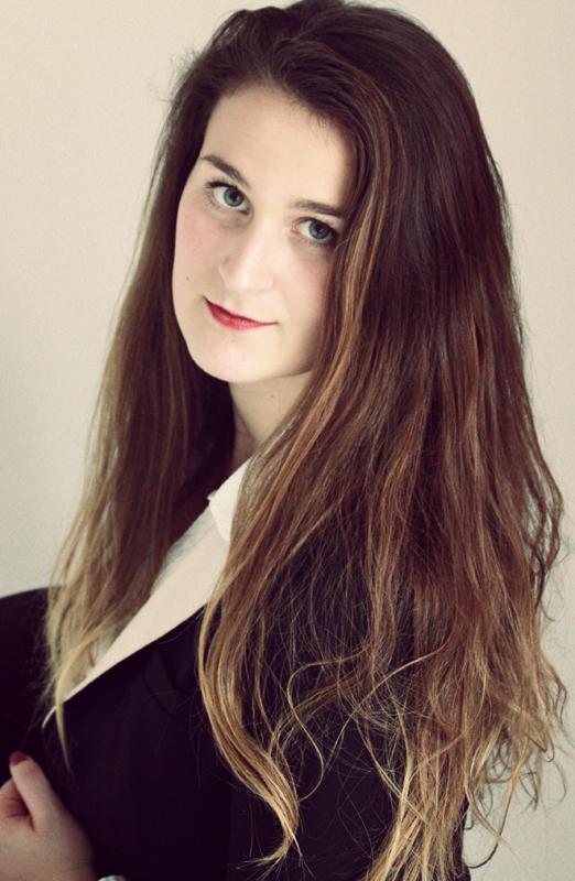 Model Emma aus Berlin Haarfarbe: braun (mittel)