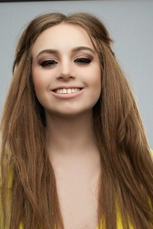 Model Anastasia aus Bruchsal  Haarfarbe: braun (mittel)