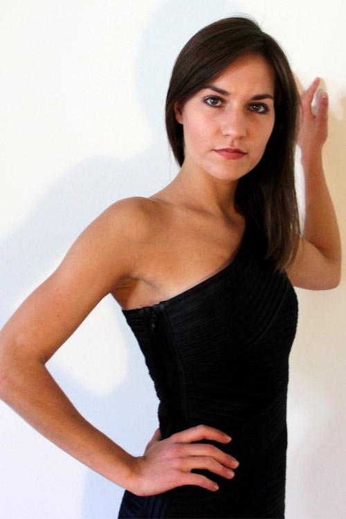 Model Louisa aus Hamburg Haarfarbe: braun (dunkel)