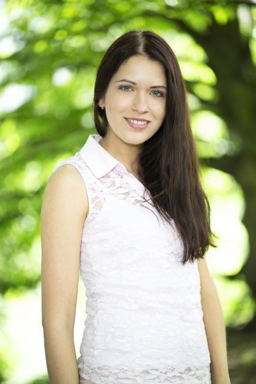 Model Svetlana aus Tübingen Haarfarbe: braun (mittel)