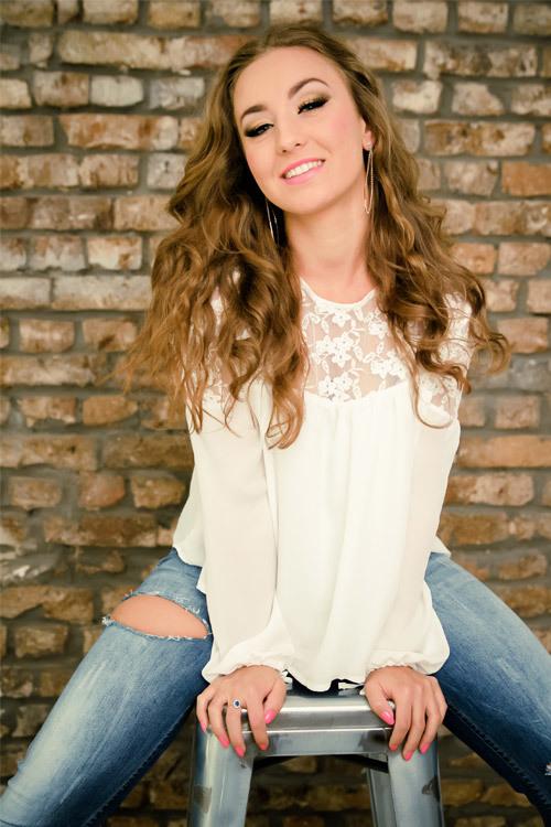 Model Raluca-Andreea aus Bonn Haarfarbe: braun (hell)