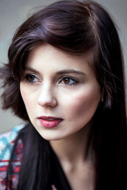 Alexandra aus Berlin Haarfarbe: braun (dunkel), Augenfarbe: braun, Größe: 170