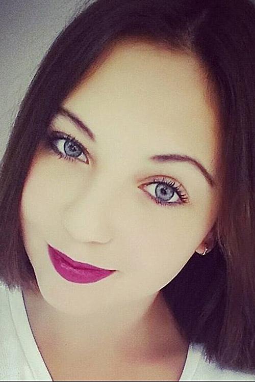 Natalia aus Essen Haarfarbe: braun (mittel), Augenfarbe: blau-grau, Größe: 160