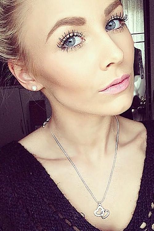 Victoria  aus Geseke  Haarfarbe: blond (hell), Augenfarbe: blau-grau, Größe: 165