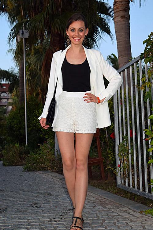 Model Nicoletta aus Hannover Haarfarbe: braun (mittel)