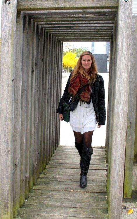 Alexandra aus Stuttgart Haarfarbe: blond (mittel), Augenfarbe: blau-grün, Größe: 173, Deutsch: Muttersprache, Englisch: Fliessend, Französisch: leichte Konversation, Spanisch: nein