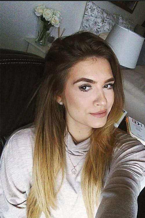 Model Jana aus Braunschweig Haarfarbe: blond (mittel)