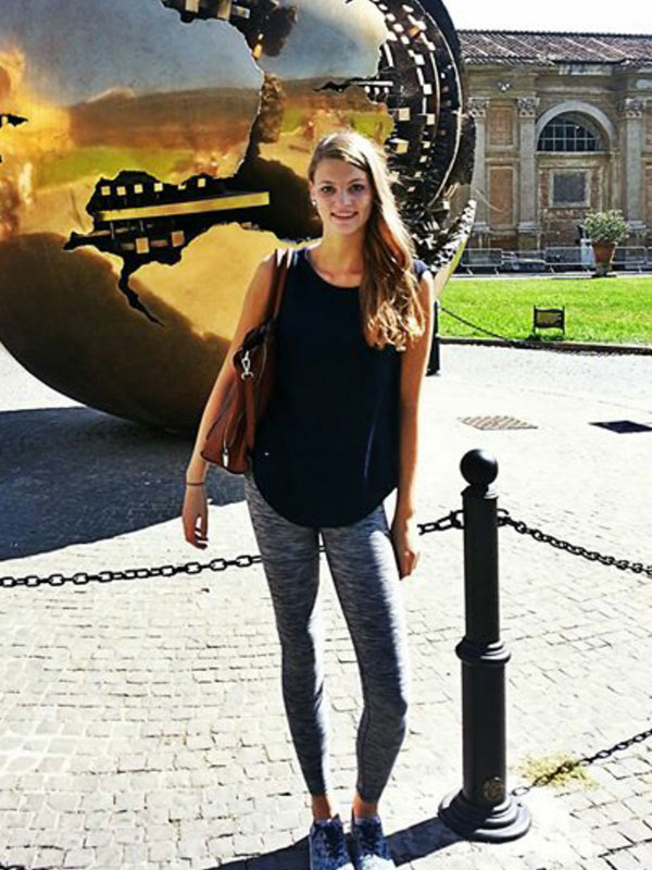 Hostess Jenny aus Kassel, Konfektion 34, Studium Wirtschaftspädagogik