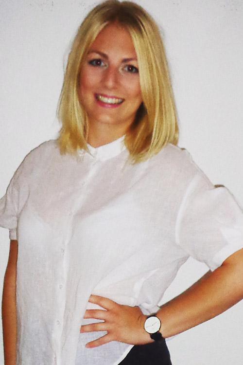 Model Jasmin aus Berlin Haarfarbe: blond (mittel)