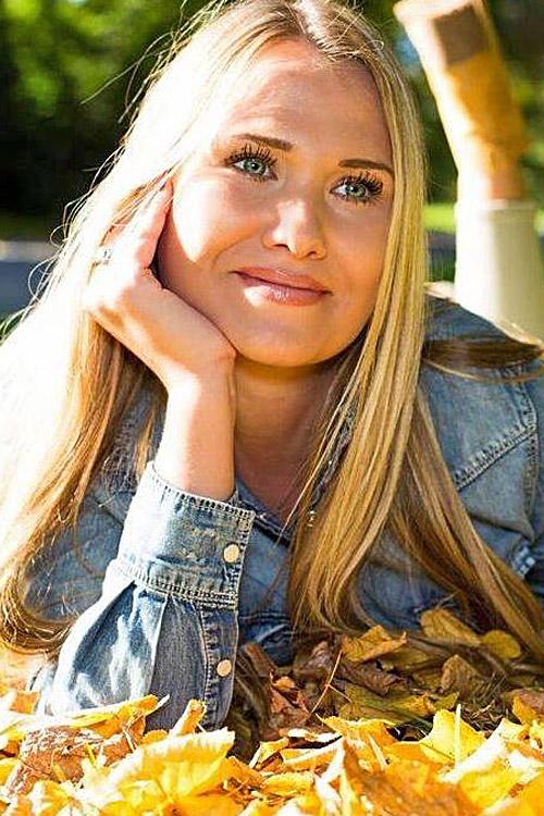 Model Paulina aus Lehrte Haarfarbe: blond (mittel)