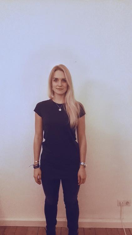 Hostess Charlotte aus Düsseldorf, Konfektion 38, Studium Medien, Kultur, Kommunikation