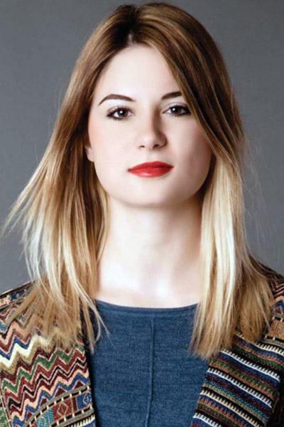 Model Roberta  aus Köln Haarfarbe: blond (mittel)