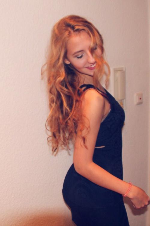 Hostess Alina  aus Stuttgart, Konfektion 36, Studium technisch orientierte Betriebswirtschaftslehre