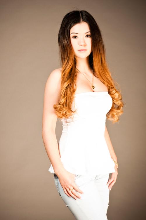 Model Josephine aus Hamburg Haarfarbe: braun (dunkel)