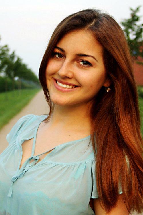 Model Aleksandra aus Stolberg Haarfarbe: braun (mittel)