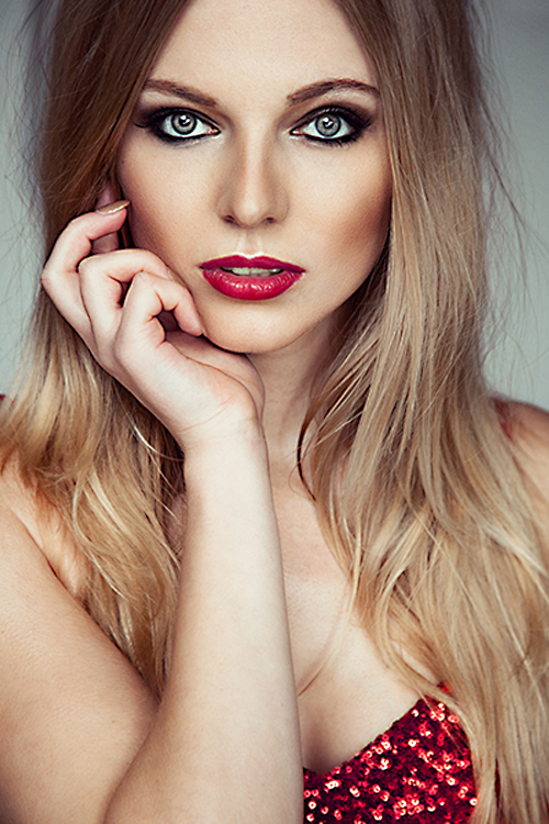 Model Vanessa aus D�sseldorf Haarfarbe: blond (mittel)