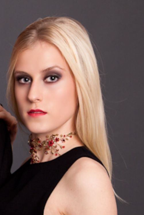 Model Isabelle aus Solingen Haarfarbe: blond (hell)