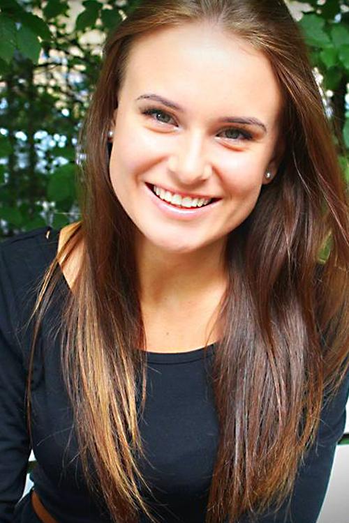 Model Malwina aus Hagen Haarfarbe: braun (mittel)