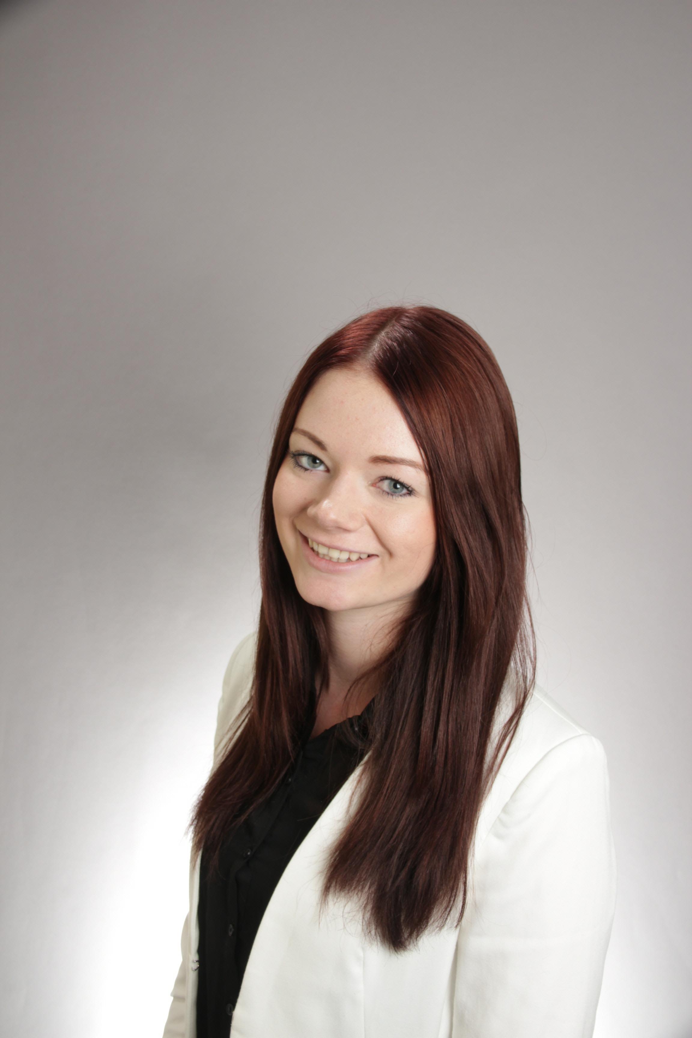 Model Vanessa aus Achim Haarfarbe: braun (dunkel)