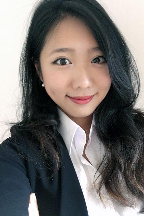 Model Yu-Ping aus Dortmund Haarfarbe: braun (dunkel)