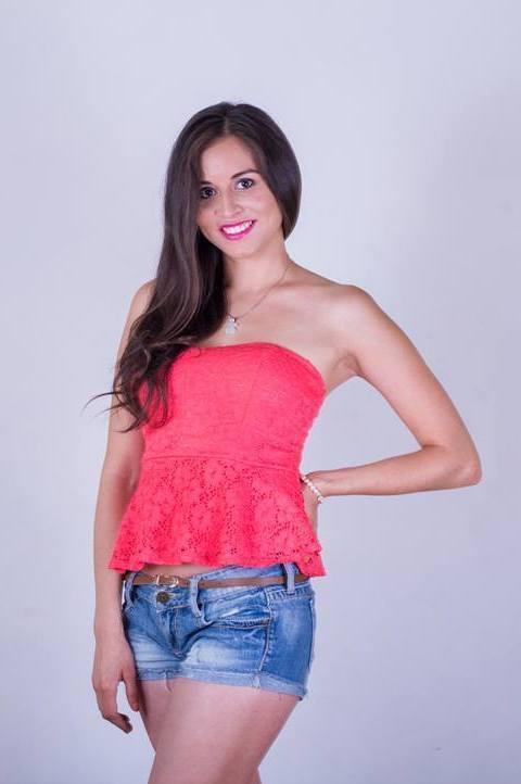 Model Silvia Marisol aus Hamburg Haarfarbe: braun (dunkel)
