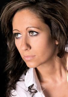 Model Sonja aus Erding Haarfarbe: braun (dunkel)
