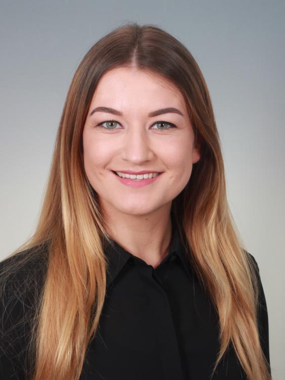 Hostess Kenana aus Frankfurt, Konfektion 36, Studium Bauingenieurswesen