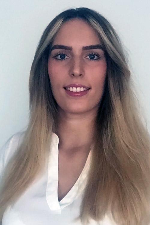 Model Julia aus Mainz Haarfarbe: blond (dunkel)