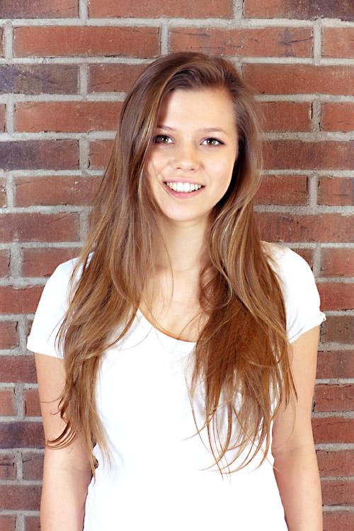 Model Katharina aus Leipzig Haarfarbe: braun (mittel)