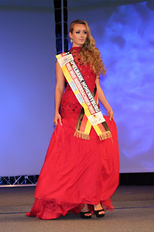 Hostess Olya aus Hannover, Nationalität deutsch-russisch, Haarfarbe blond (dunkel)