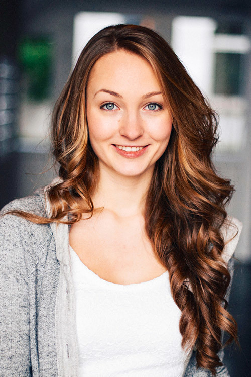 hostess Lisa, Studium: Sport und Mathe (Englisch)