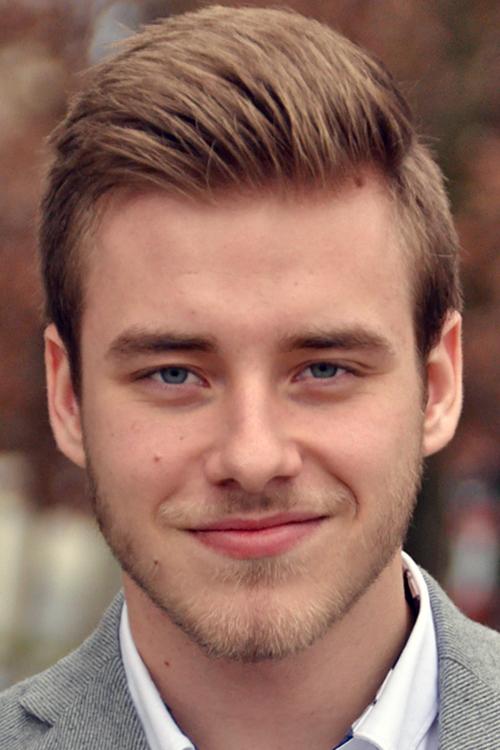 Model Lukas aus Speyer Haarfarbe: blond (mittel)