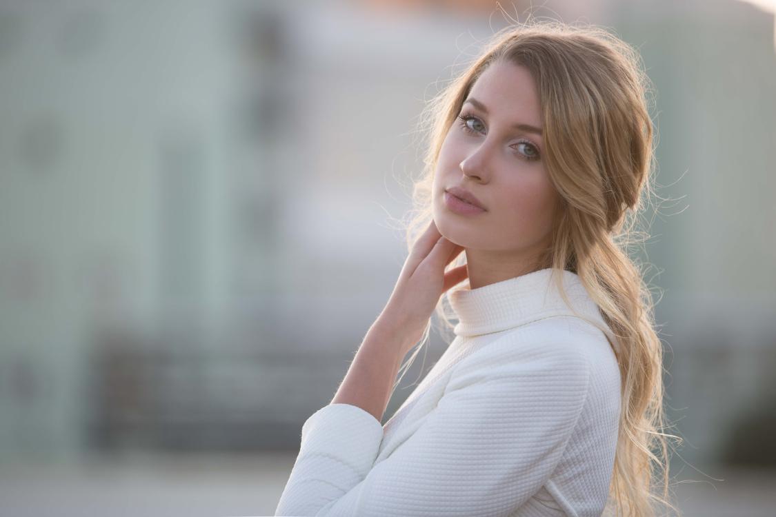 Hostess Sophie aus Frankfurt, Nationalität Deutsch, Haarfarbe blond (hell)