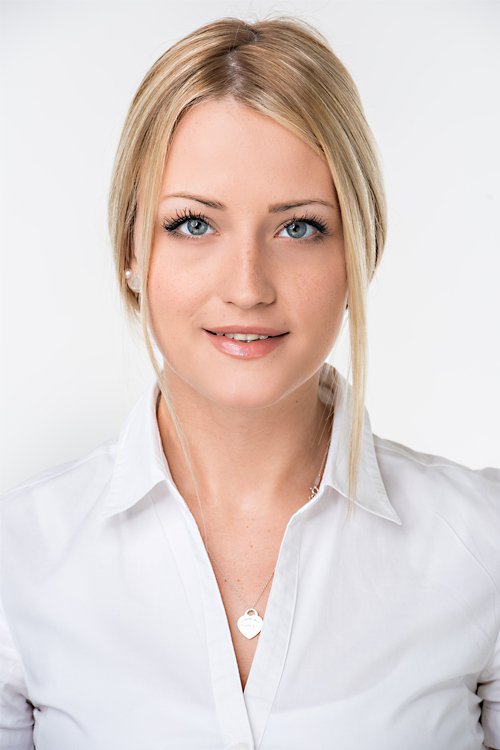 Josephine aus Frankfurt Haarfarbe: blond (mittel), Augenfarbe: blau, Größe: 171, Deutsch: 0, Englisch: , Französisch: , Spanisch: