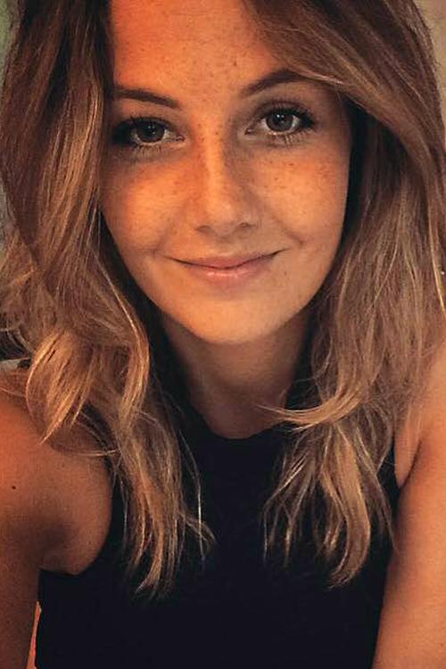 Model Jill aus Salzgitter Haarfarbe: braun (hell)