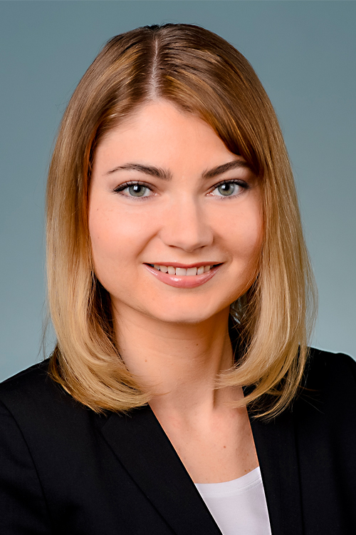 hostess Iryna, Studium: Technische VWL/BWL