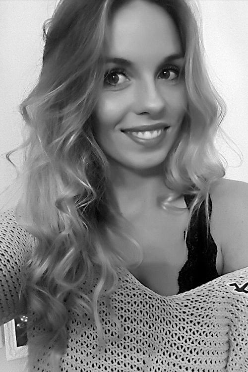 Model Maria aus berlin Haarfarbe: blond (mittel)