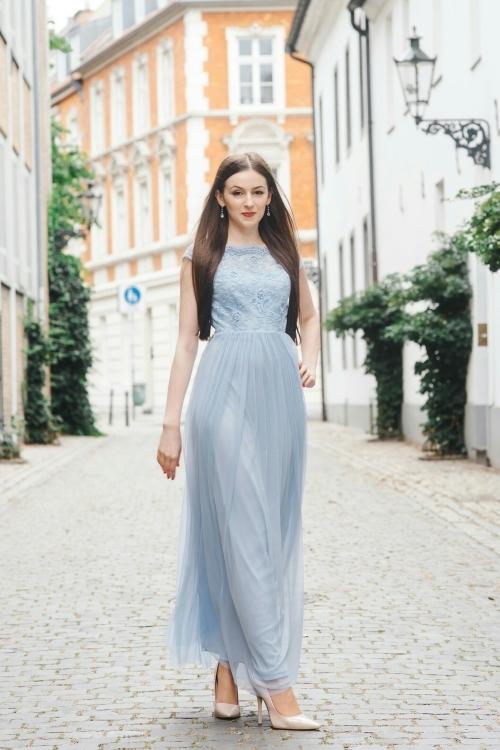 Model Adriana aus Mönchengladbach Haarfarbe: braun (dunkel)