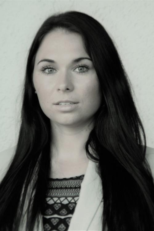 Model Amelie aus Bayreuth Haarfarbe: braun (dunkel)