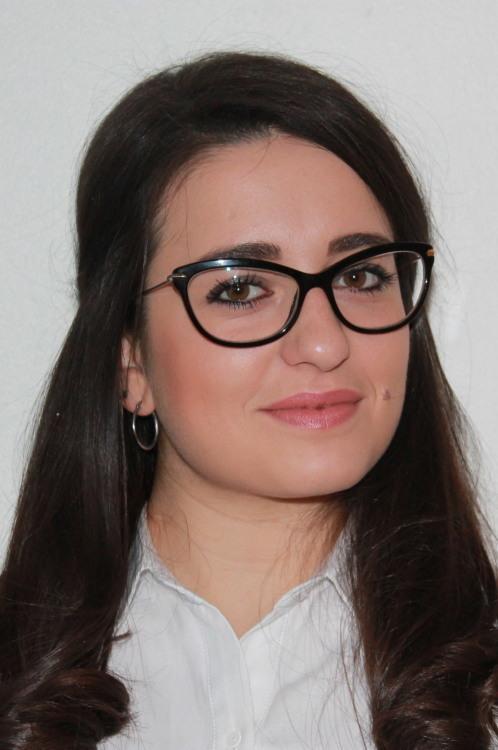 Model Arianna aus München Haarfarbe: braun (mittel)