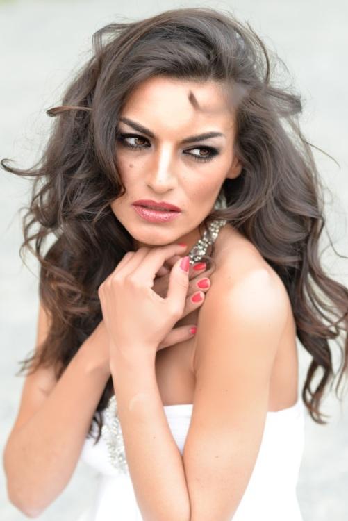 Model Sükran  aus Berlin Haarfarbe: braun (dunkel)