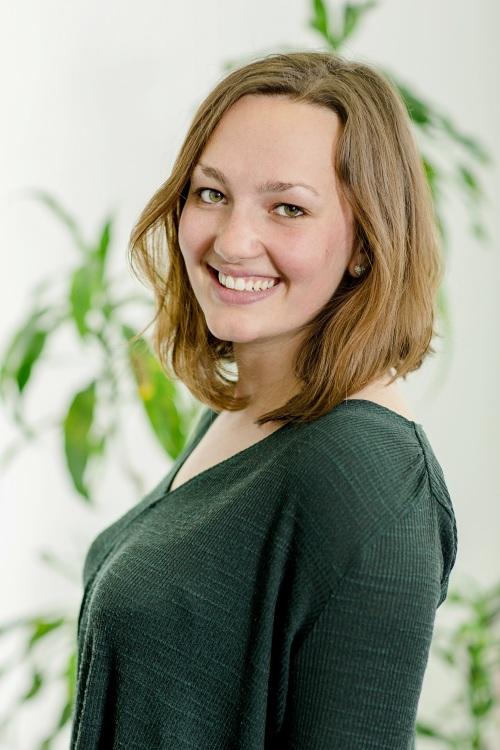 Leah aus Wien Haarfarbe: braun (dunkel), Augenfarbe: braun-grün, Größe: 172, Deutsch: 0, Englisch: , Französisch: , Spanisch: