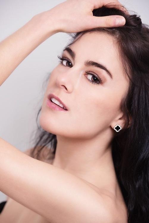 Model nathalie aus köln Haarfarbe: schwarz