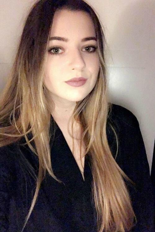 Model Anna aus Tönisvorst Haarfarbe: braun (mittel)