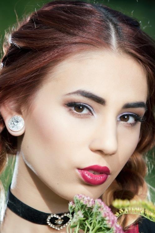 Model Rosina aus Dortmund Haarfarbe: braun (mittel)