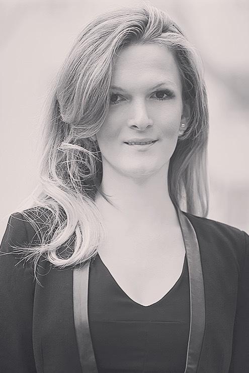 Model Manuela aus Wien Haarfarbe: blond (mittel)