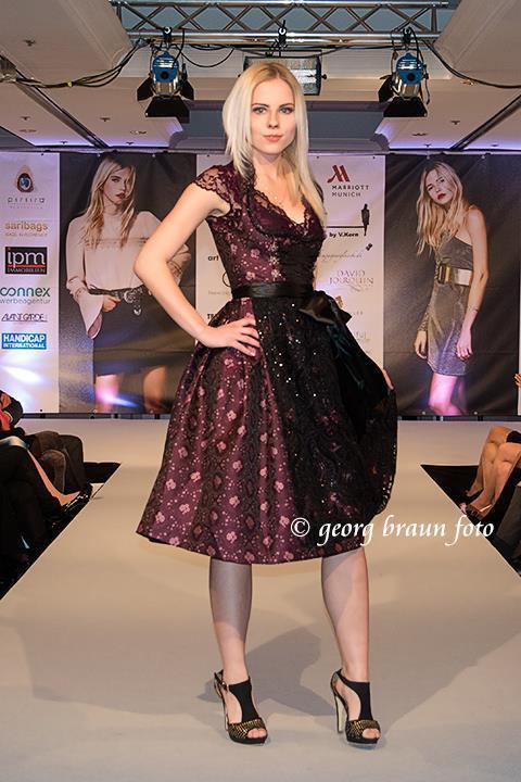 Model Alexandra aus Gerolsbach Haarfarbe: blond (hell)