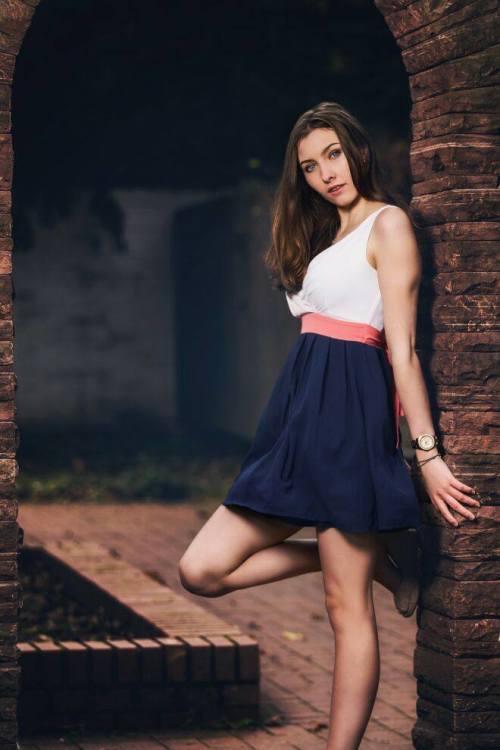 Model Anna aus Erlangen Haarfarbe: braun (hell)
