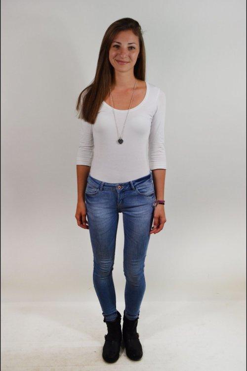 Model Sandra aus München Haarfarbe: braun (dunkel)