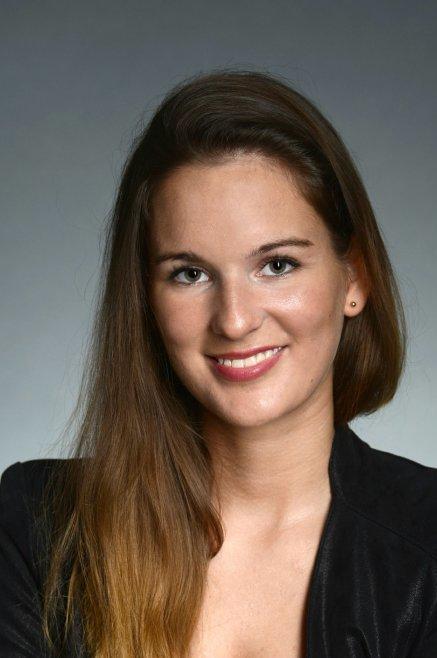 Model Karina aus Berlin Haarfarbe: braun (mittel)